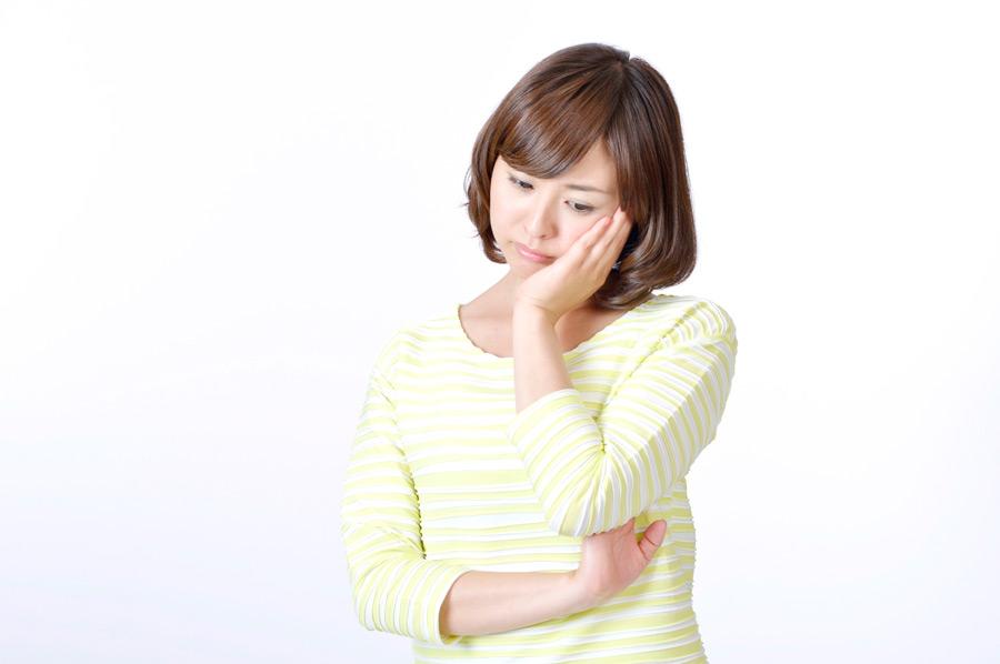 強迫神経症の症状に悩む女性